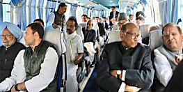 राहुल गांधी की बस में सवार हुआ विपक्ष, मायावती और अखिलेश यादव ने बनाई दूरी