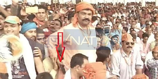 PM नरेंद्र मोदी की जनसभा में हथियार लेकर पहुंचा था संदिग्ध ! वायरल हुई तस्वीर...