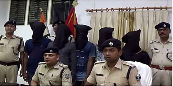 पुलिस को कामयाबी : दो किलो चरस के साथ दस को किया गिरफ्तार