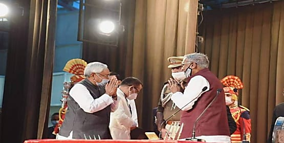 नीतीश कुमार के सीएम बनने पर सोशल मीडिया पर चर्चित चेहरों के कुछ इस तरह आए रिएक्शन