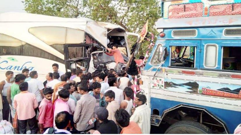 दर्दनाक सड़क हादसा: रांची से पटना आ रही बस की ट्रक से आमने-सामने टक्कर