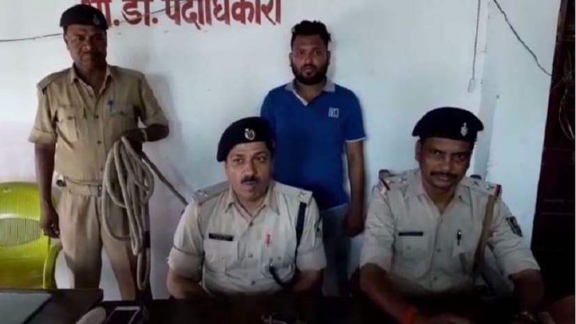 शराब बरामद करने गयी थी पुलिस लेकिन मिल गया देशी कट्टा, एक गिरफ्तार