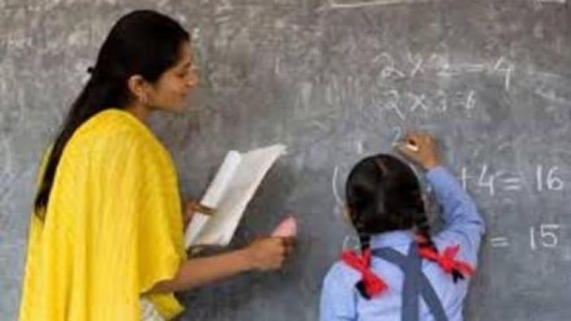 नियोजित शिक्षकों का आज से बेमियादी हड़ताल शुरू,76 हजार स्कूलों में लटका ताला
