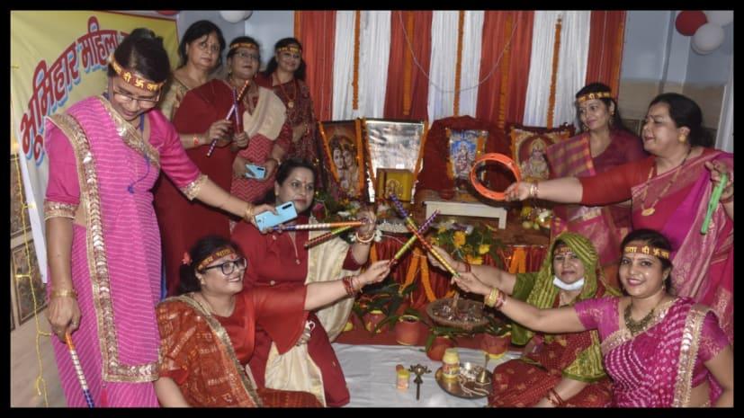 माता के आगमन के साथ ही भूमिहार समाज की महिलाओं ने माता की चौकी का किया आयोजन..