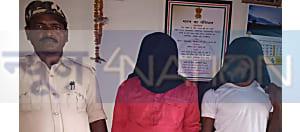 आरोपी के घर पुलिस ने की छापेमारी, देशी कट्टा और जिंदा कारतूस के साथ पिता-पुत्र को किया गिरफ्तार