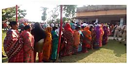 बिहार के पांच लोकसभा सीटों पर मतदान जारी, मतदाताओं की दिख रही भीड़