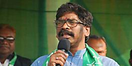 मुख्यमंत्री हेमंत सोरेन ने अपने आवास पर सुनी लोगों की समस्याएं, समाधान का दिया भरोसा