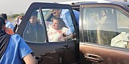 एक्ट्रेस शबाना आजमी की कार ट्रक से भिड़ी, गंभीर रूप से घायल, अस्पताल में भर्ती