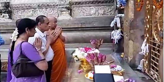 एकदिवसीय दौरे पर गया पहुंचे तेलंगाना के राज्यपाल ई. एस. एल. नरसिंहम, महाबोधि मंदिर में किया पूजा-अर्चना