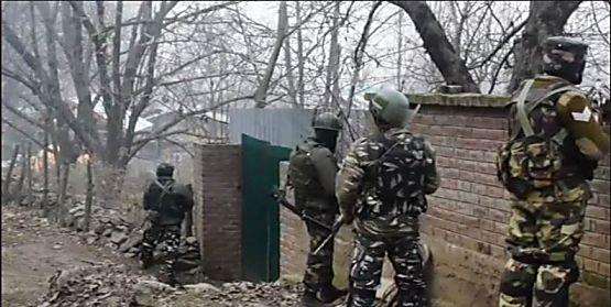 पुलवामा में आतंकियों को सेना ने घेरा, फिर मेजर समेत चार जवान शहीद