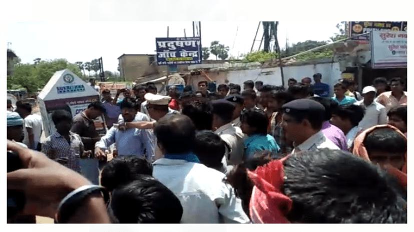 पटना में बीच सड़क पर ई रिक्शा चालकों ने जमकर काटा बवाल, रिक्शा बैन से थे नाखुश