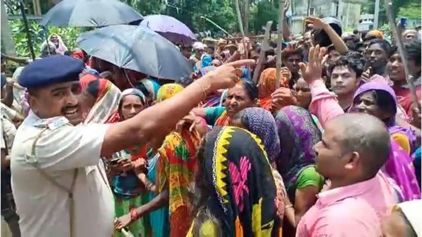 बाढ़ प्रभावित लोगों ने किया जमकर हंगामा, सीओ पर बाढ़ प्रभावित क्षेत्र घोषित करने के लिए पैसा मांगने का लगाया आरोप