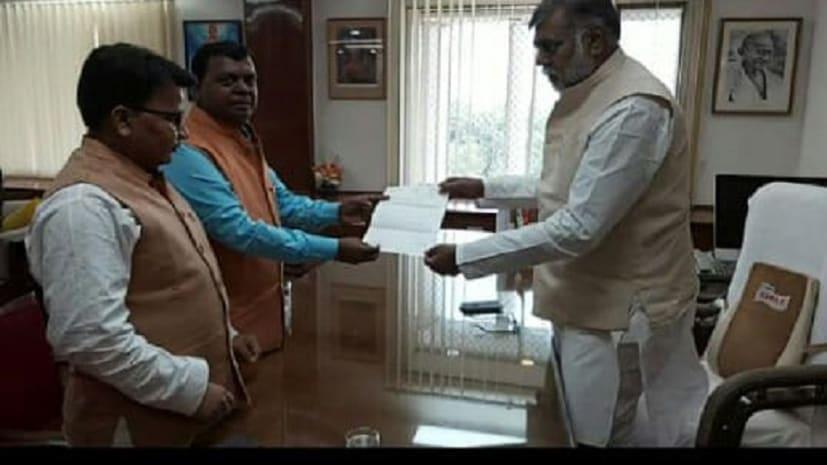 सांसद चंद्रप्रकाश ने की पर्यटन मंत्री से मुलाकात, पारसनाथ को टूरिज्म सर्किट से जोड़ने को लेकर सौपा ज्ञापन
