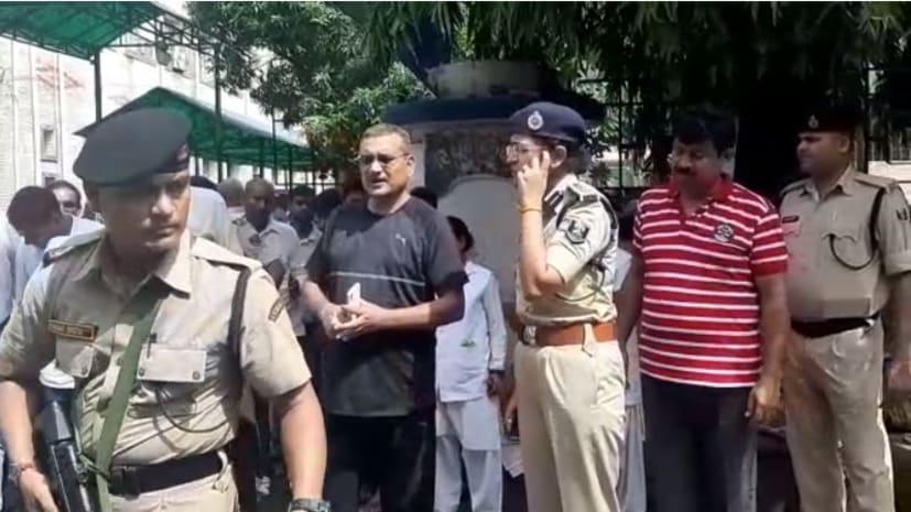 घायल पुलिसकर्मियों का हालचाल जानने डीजीपी पहुंचे पीएमसीएच, पुलिस लाइन में पेड़ गिरने से हुए हैं घायल