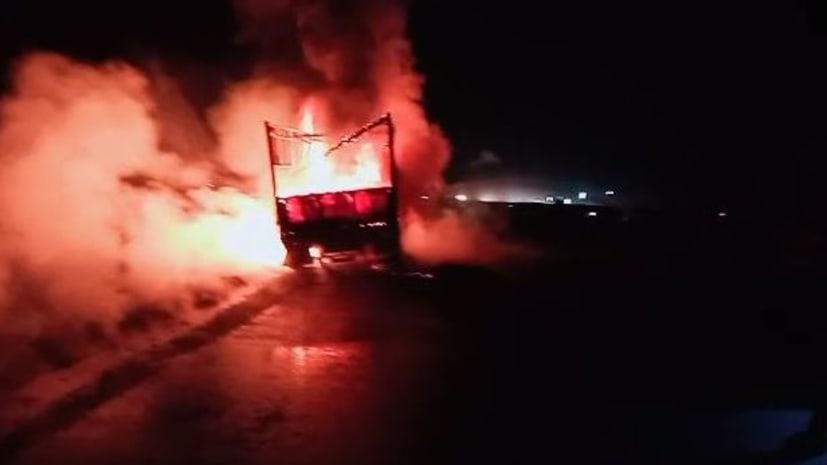 सासाराम में एनएच पर खड़े तेल से लदे ट्रक में लगी भीषण आग, मची अफरा-तफरी