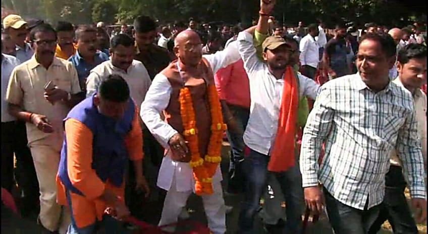 सरयू राय ने सीएम रघुवर दास के खिलाफ ठोंकी ताल, जमशेदपुर पूर्वी सीट से किया नामांकन