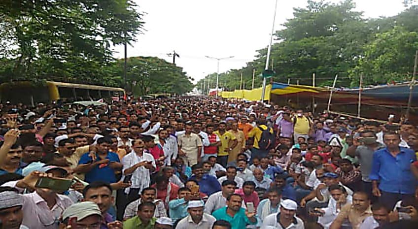 बिहार सरकार का दावा फेल, नियोजित शिक्षकों की हड़ताल का बड़ा असर....MDM डीपीओ ने खोल दी पोल