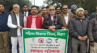 मानव श्रृंखला में उत्तरप्रदेश के स्टांप-पंजीयन मंत्री रविन्द्र जायसवाल भी हुए शामिल,पाटलिपुत्र विवि के कुलपति एवं सामाजिक कार्यकर्ता अखिलेश जायसवाल ने भी की शिरकत