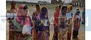 सीएम के गृह जिले में अनाज नहीं मिलने पर भड़के ग्रामीण, कहा- मां- बहन की गाली देकर डीलर ने कहा अनाज नहीं दूंगा