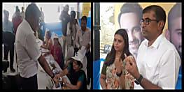 लोकसभा चुनाव : पटना डीएम कुमार रवि ने पत्नी के साथ डाला वोट