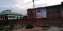 बेखौफ दबंगों ने अंचल अमीन का तोड़ा बाउंड्री, जांच में जुटी पुलिस