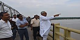 गंगा में लगातार बढ़ रहे जलस्तर के बाद सीएम नीतीश कुमार हालात का ले रहे जायजा...