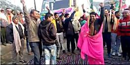 डीजे की धुन पर बिहार बंद का नया स्टाइल, चादर बिछाकर लौंडा नाच करते नजर आए बंद समर्थक