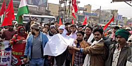 नवादा में कफन पहन कर रोड पर निकले बंद समर्थक, एनआरसी और सीएए का किया विरोध