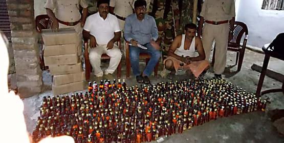 उत्पाद विभाग की टीम को मिली सफलता, 1011 बोतल विदेशी शराब के साथ एक को किया गिरफ्तार