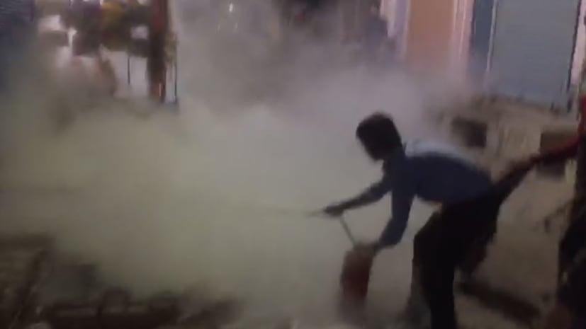 नवादा में व्यवसायी के घर गैस सिलिंडर में लगी आग, इलाके में मची अफरा-तफरी