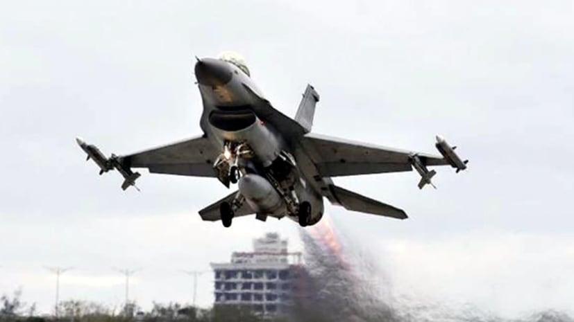 ताइवान की सीमा में चीन ने भेजे 18 युद्धक विमान, अमेरिका से बोला- आग से मत खेलो