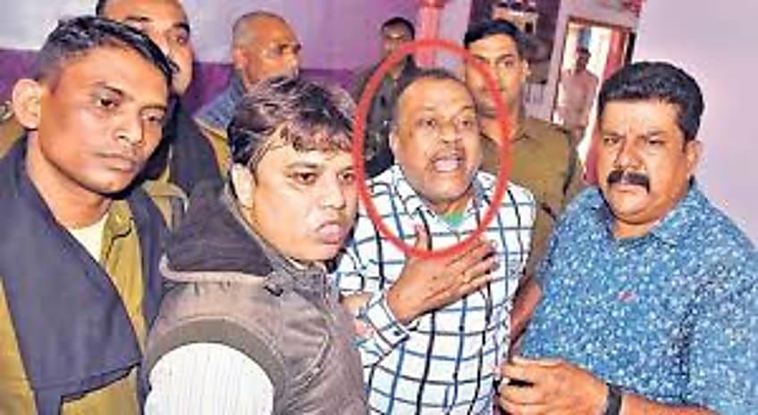 नोटों की गड्डियों को जलाने वाली धनकुबेर इंजीनियर की पत्नी पर भी केस दर्ज, निगरानी ने रेणु देवी पर कराया मुकदमा