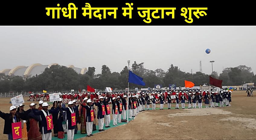 पटना के गांधी मैदान में मानव श्रृंखला बनना शुरू, बच्चों ने मिलाया हाथ से हाथ