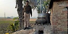 पुलिस ने अवैध शराब कारोबार के खिलाफ की कार्रवाई, भारी मात्रा में महुआ बरामद