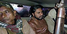 मोबाइल छिनने के दौरान अपराधी को लोगों ने पकड़ा, पुलिस के किया हवाले