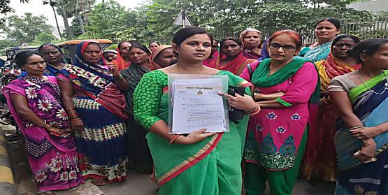 पिंकी कुमारी का बड़ा आरोप, FIR वापस लेने का बनाया जा रहा दबाव, पहुंची महिला आयोग...