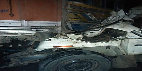 बड़ा हादसा : ट्रक और बोलेरो में आमने-सामने टक्कर, 5 लोगों की मौके पर मौत
