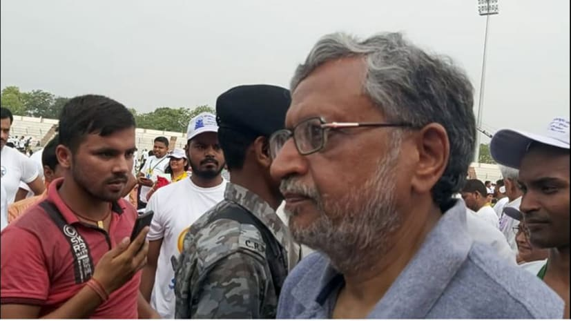 योग दिवस पर सुशील मोदी और मंगल पांडे का  विशेष मौनासन, मीडिया को देखते ही मौन हो गए दोनो नेता