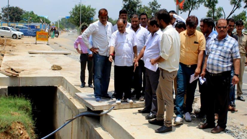 नगर विकास मंत्री ने लिया स्मार्ट रोड निर्माण का जायजा, अधिकारियों को दिये कई निर्देश