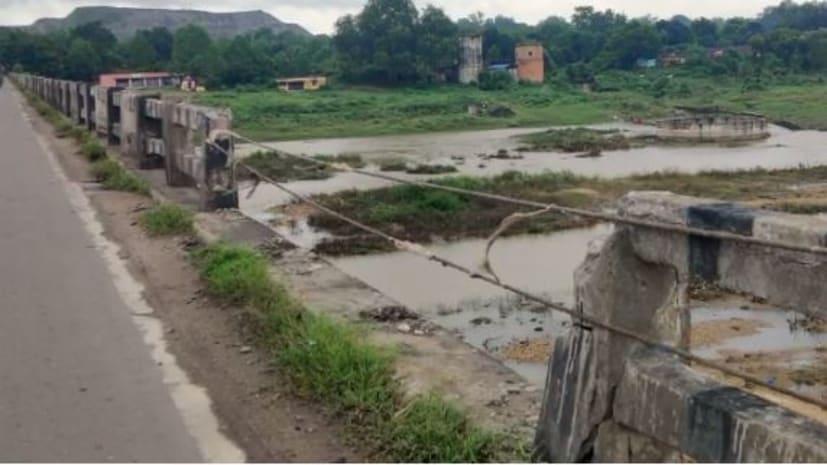 जमशेदपुर-बंगाल को जोड़ने वाले बिरसा पुल की हालत जर्जर, 1980 में बने इस पुल पर कभी भी हो सकता है बड़ा हादसा