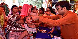बच्चों को विटामिन 'ए'  की खुराक पिलाकर डीएम ने की अभियान की शुरुआत, 4 लाख 84 हजार बच्चों को खुराक देने का लक्ष्य