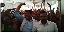 सैकड़ों ग्रामीणों ने अंचल और प्रखंड कार्यालय में किया हंगामा, कर्मियों पर रिश्वतखोरी का लगाया आरोप