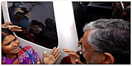 डिप्टी CM सुशील मोदी को नाराज़ महिला शिक्षकों ने घेरा, कहा- साहब एक बार बस पेपर देख लीजिये