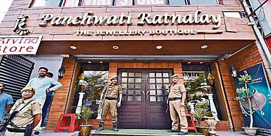पटना का सबसे बड़ा सोना लूटकांड, पुलिस ने 2 अपराधियों को किया गिरफ्तार,सोना और हथियार मिलने की खबर..