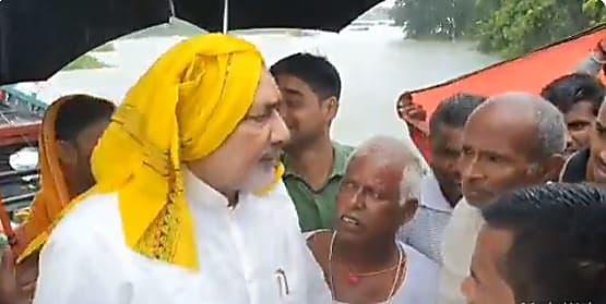 गिरिराज सिंह और नीतीश कुमार के बीच तल्खी, केंद्रीय मंत्री ने बिहार के CM की बजाए CS से की बात
