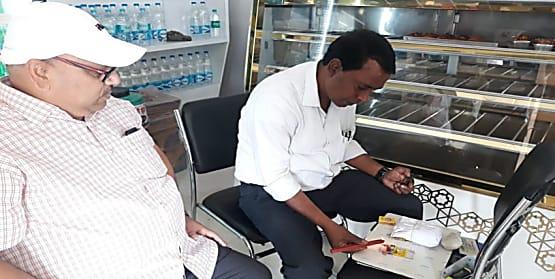 दीपावली को लेकर नवादा में मिठाई दुकानों में छापेमारी, जांच के लिए लिया गया सैम्पल