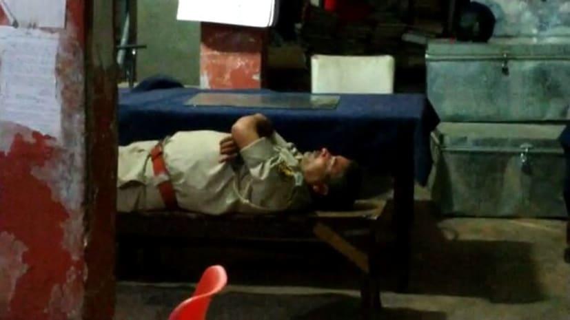 होली में शराब के नशें में  टुन्न पकड़े गये  कदमकुआं के दारोगा, एसएसपी ने किया सस्पेंड