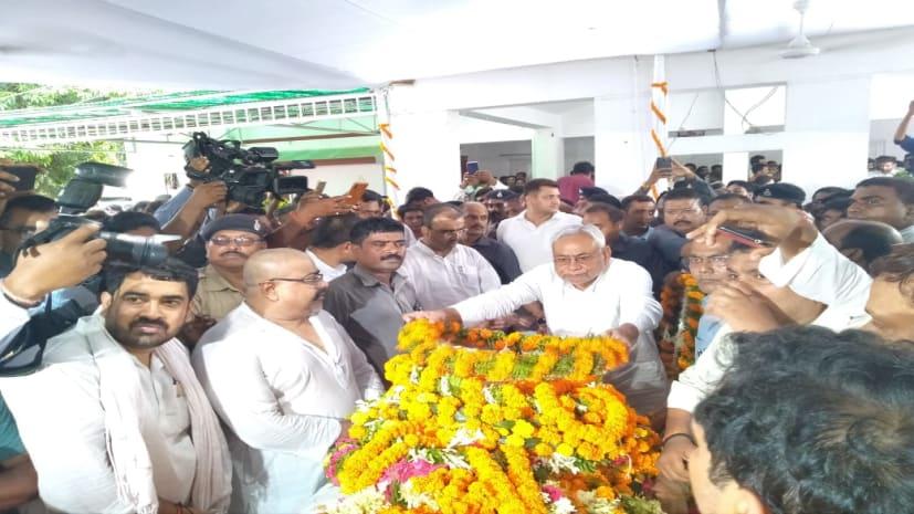 पंचतत्व में विलीन हुए रामचंद्र पासवान, नम आखों से लोगों ने दी अंतिम विदाई
