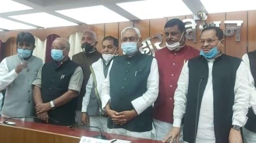 विधान परिषद् के नवनिर्वाचित सदस्यों को कार्यकारी सभापति ने दिलाई शपथ, सीएम नीतीश कुमार भी रहे मौजूद