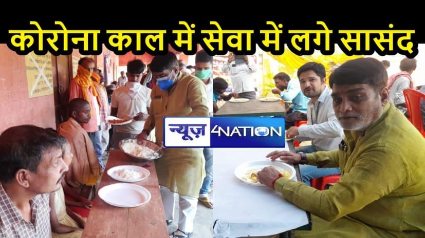 BIHAR NEWS: सामुदायिक रसोई की समीक्षा करने पहुंचे रामकृपाल यादव, अन्य लोगों के साथ खाना खाकर दिखे संतुष्ट